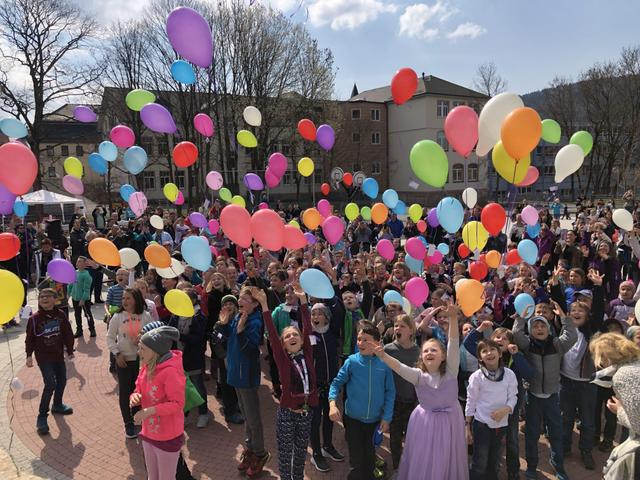 Grundschule Luther TdoT Luftballons